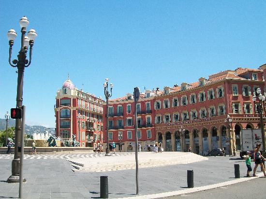 Ницца, Франция: Place Massena