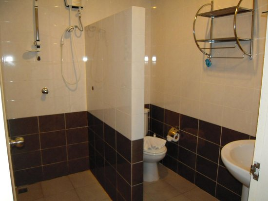 Athome Hotel @Nanai 8 & Thai Kitchen: salle de bains