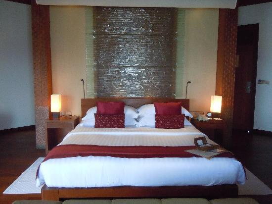 Baros Maldives: L'énorme lit