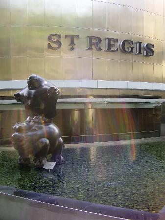 The St. Regis Singapore: entrance