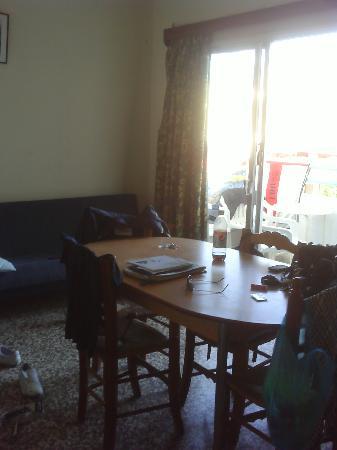 Salmary Apartments: Dining Table