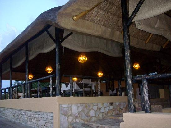 Queen Elizabeth National Park, Uganda: Enjoy your meals as you watch wild game