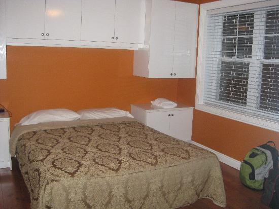 La Voliere by EVRentals: Bedroom in 1 BR unit