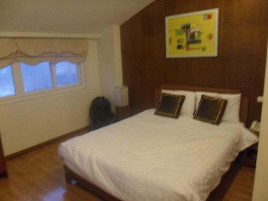 Hanoi Luxor Hotel : Bed