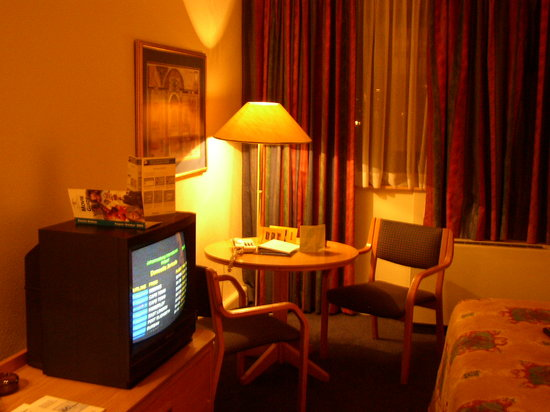 Holiday Inn Johannesburg-Rosebank: inside the room
