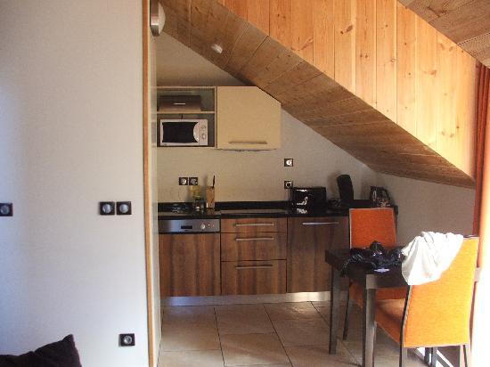 Résidence L'Adret : Kitchen area