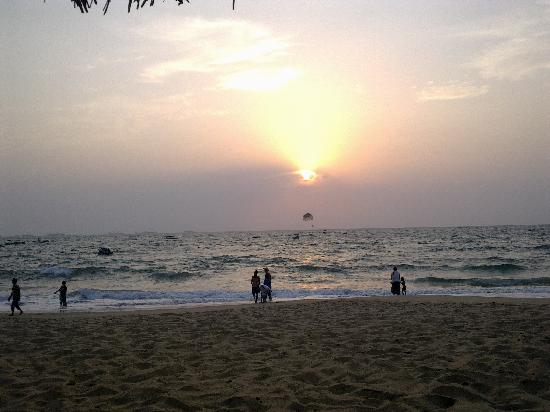 Taj Holiday Village Resort & Spa: Beach