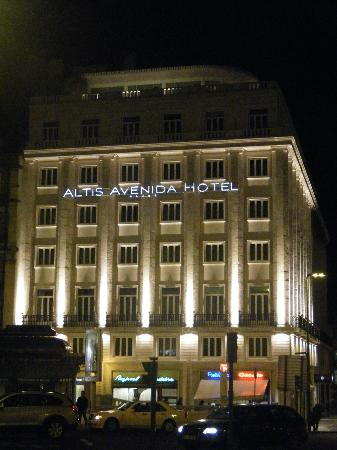 Altis Avenida Hotel : hotel at night
