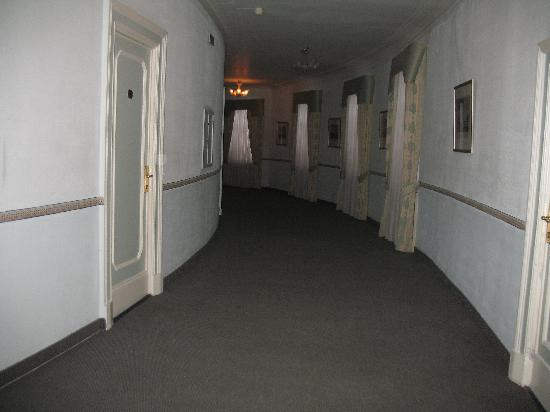 Budapest Hotel : Hallway, 5th floor