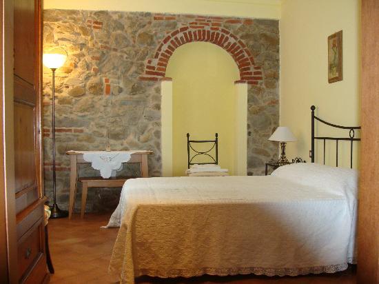 Agriturismo Casa Vacanze Belvedere Pozzuolo: camera matrimoniale