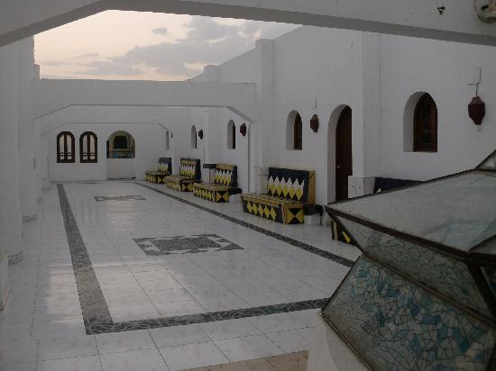 Yasmina Hotel: upper terrace