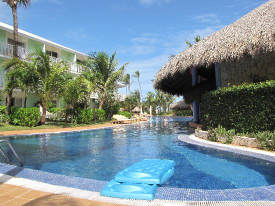Excellence Punta Cana: Meandering pool was lovely