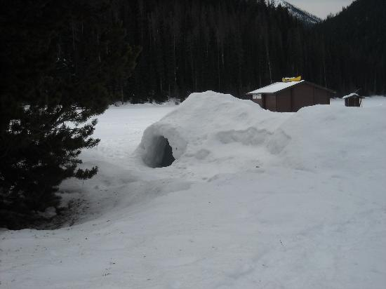 Manning Park Resort: Igloo at frozen lake