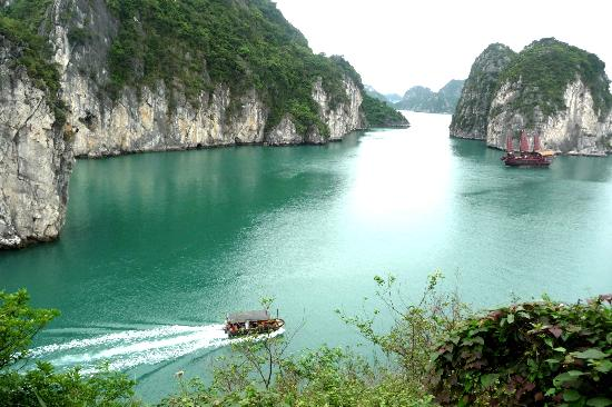 baie d 39 along picture of red dragon junk halong bay tripadvisor. Black Bedroom Furniture Sets. Home Design Ideas
