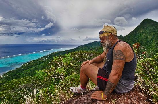 Linareva Moorea Beach Resort: Spiritual moments, hiking trip with Jordan