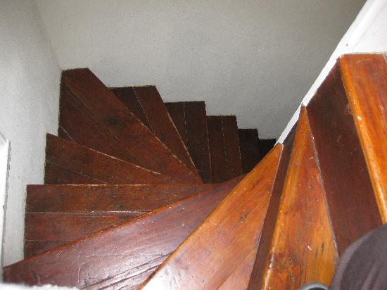New Market B&B: Stairs up to third floor
