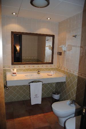 Hotel Dona Manuela: Baño habitación 302