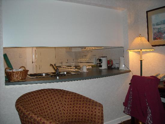 Robson Suites: Full kitchen