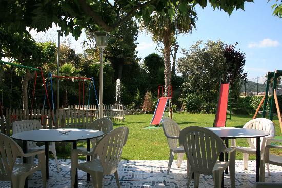 Restaurante La Maduixa: Jardín