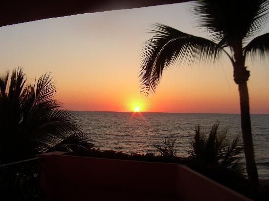 Crown Paradise Golden Resort Puerto Vallarta: Sunset from balcony
