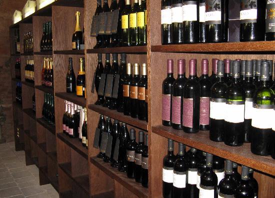 Hotel Mitra: Weinkeller des Hotels Mitra
