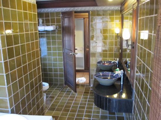 Phi Phi Palm Tree Resort: Bathroom