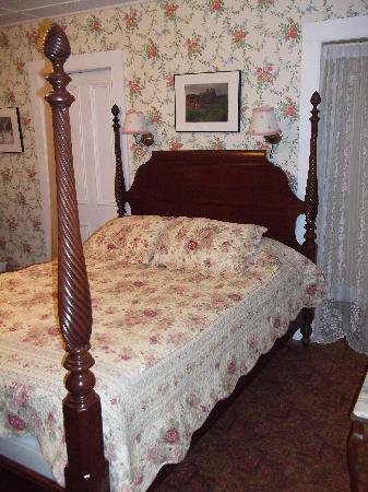 Twin Gables of Woodstock: One of the en suite queen rooms