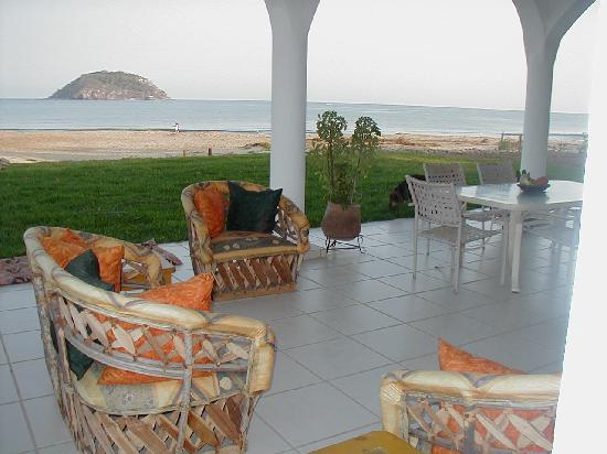 Casa de Ensuenos B & B: Enjoy a sumptuous gourmet breakfast on the terrace