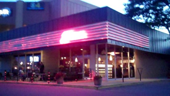 El Monte Grill & Lounge