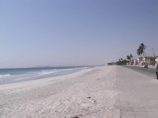 Der lange Strand von Salalah
