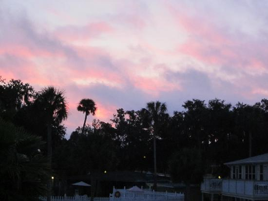 Homosassa Riverside Resort: Sunrise from deck