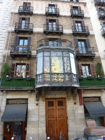 Hostal L' Antic Espai: The entrance of the hotel