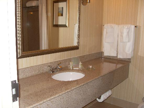 Holiday Inn Richmond South-Bells Road: Bathroom2