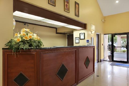 Travelodge Fort Myers Airport: Front Desk