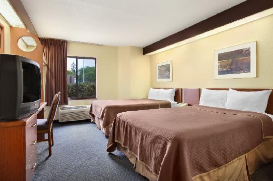 Travelodge Fort Myers Airport: 2 Double Bed Room