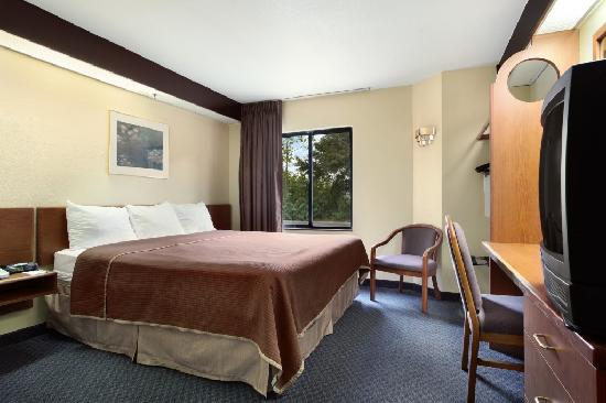 Travelodge Fort Myers Airport: King Bed Room