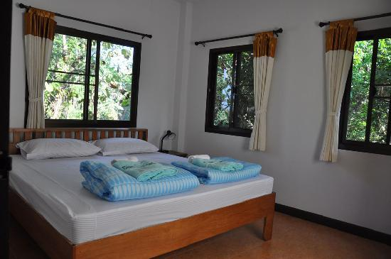 Chang Garden Resort - Family Holiday Park: king size bed house 1-2