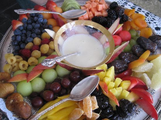 Morgan Samuels Inn: The famous fruit tray