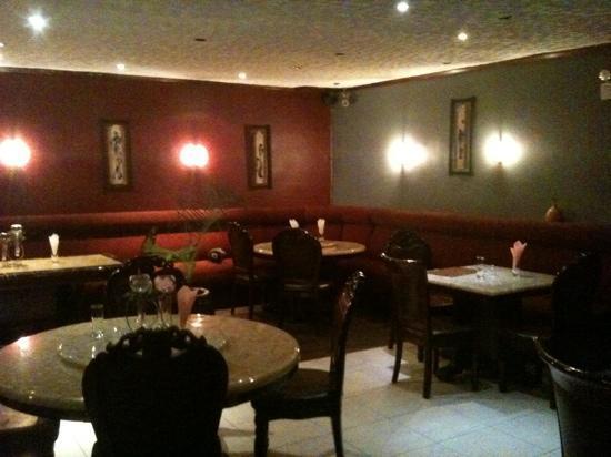 Chez Robert: colonial style interior