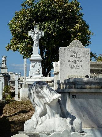 Santa Ifigenia Cemetery: Beeindruckende Grabstätte