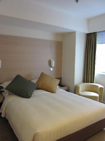 The Fleming, Hong Kong: Nice bed, a bit too hard.