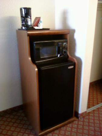 Comfort Inn Bonita Springs: Refrigerator, Microwave & Coffee Maker