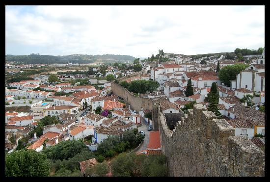 Obidos, Portekiz: sulle mura di giorno