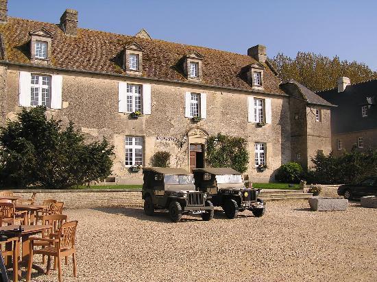 Ferme de la Ranconniere: Hotel courtyard