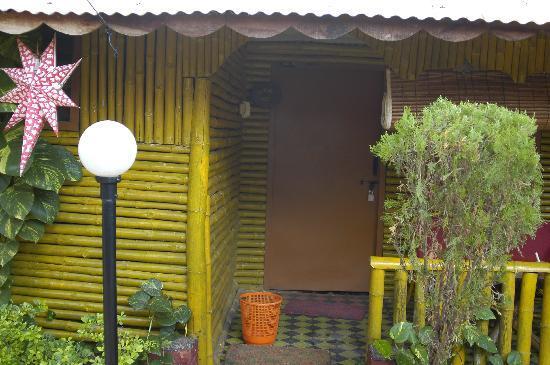 Kerala Bamboo House : L'entrata di un bungalow