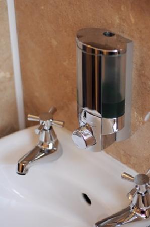 Phoenix Guest House: bathroom