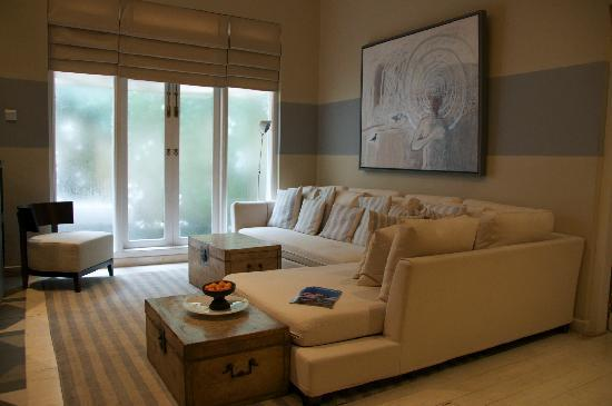 Paradise Road Tintagel Colombo: living area in north west suite