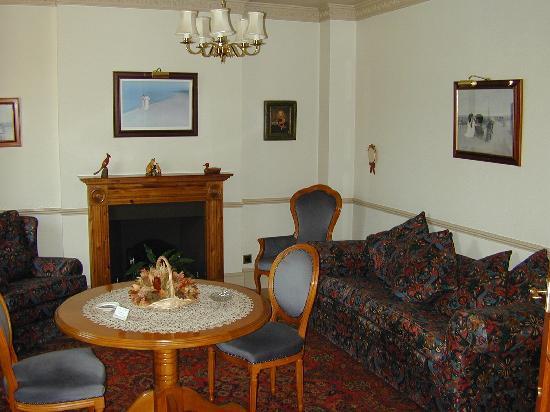 White Lodge Hotel: Public lounge