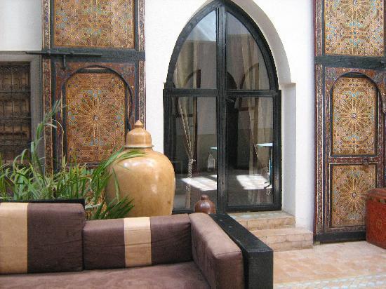 Riad 5 Sens: Arredamento patio
