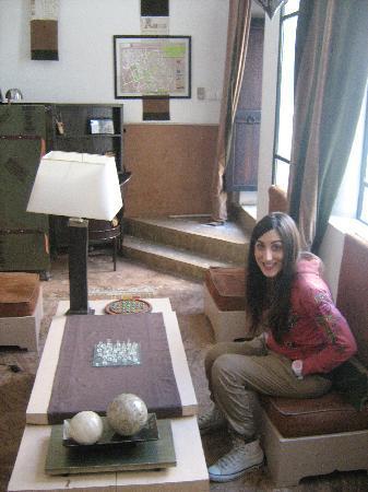Riad 5 Sens: Piccola libreria con giochi da tavola